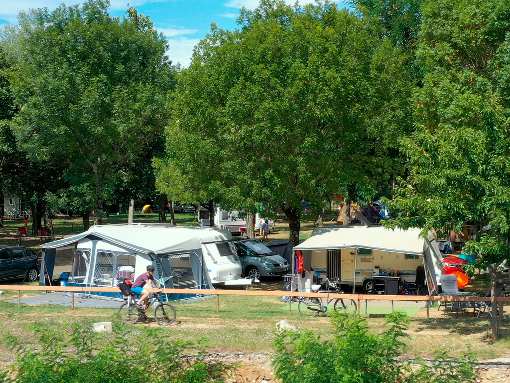 emplacement camping ombrages ardeche